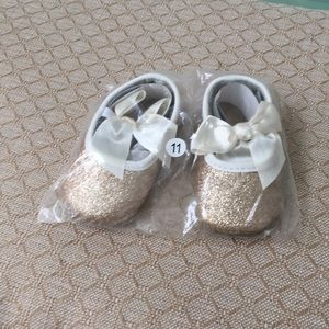 Other - Newborn Cream & Gold Shoes